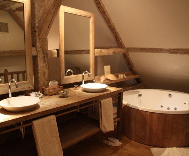 D coration salle de bain mansard e for Salle de bain mansardee moderne