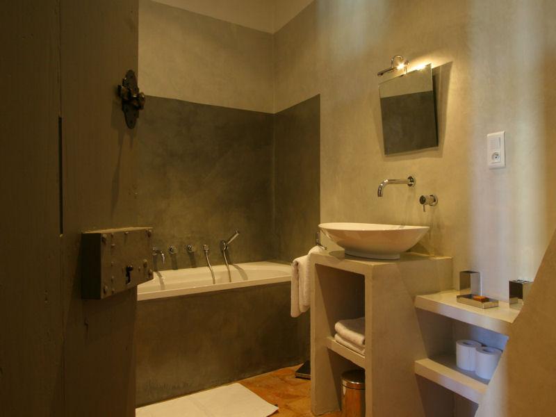 d coration salle de bain taupe. Black Bedroom Furniture Sets. Home Design Ideas
