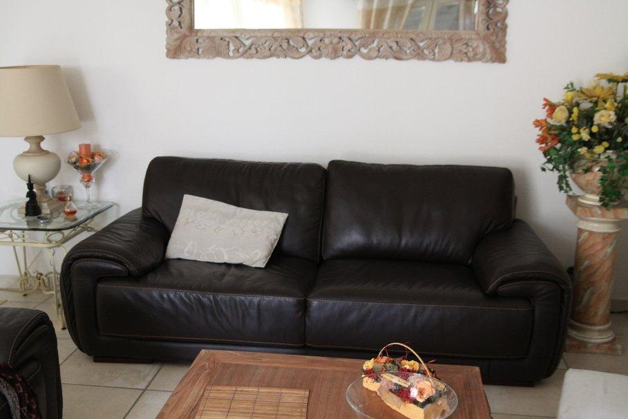 idée décoration salon avec canapé noir - Photo Déco