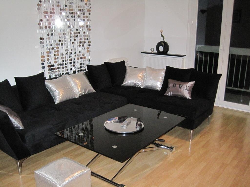 modèle décoration salon avec canapé noir - Photo Déco