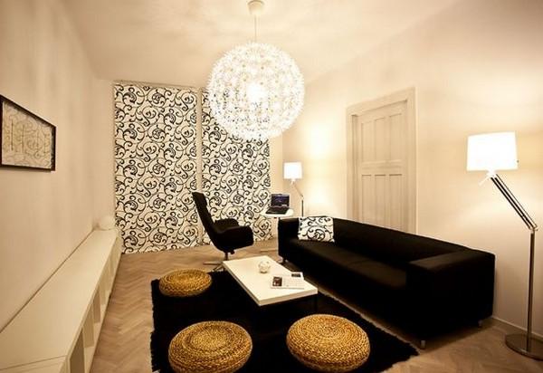 organisation décoration salon avec canapé noir - Photo Déco