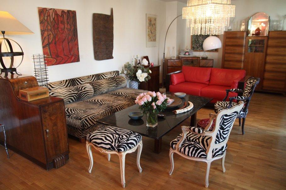 aménagement décoration salon rouge et marron - Photo Déco
