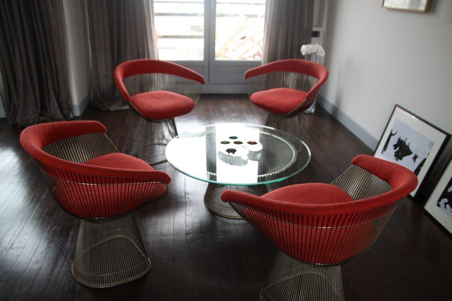 modèle décoration salon rouge et marron - Photo Déco