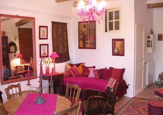 decoration salon framboise. Black Bedroom Furniture Sets. Home Design Ideas
