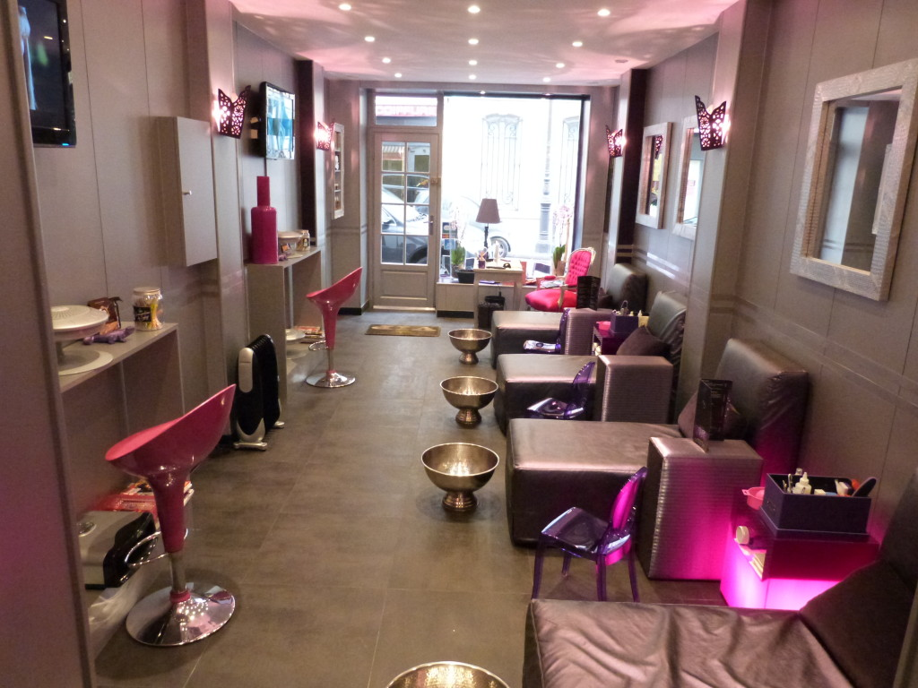 Decoration salon onglerie for Salon de l entreprise