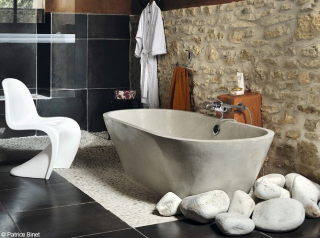 D co salle de bain avec galets for Modele deco carrelage salle de bain