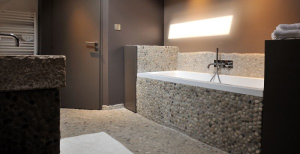 D co salle de bain en galet for Salle de bain bois et galet