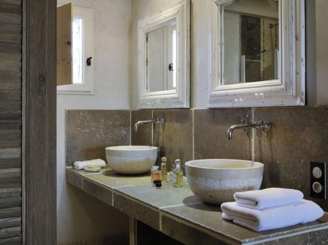 D co salle de bain pierre for Deco salle de bain pierre