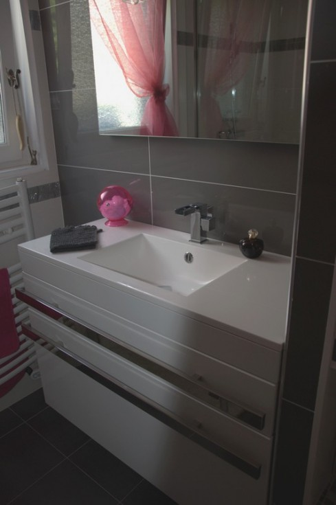 d co salle de bain rose et gris. Black Bedroom Furniture Sets. Home Design Ideas