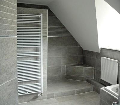D co salle de bain sous comble - Salle de bain sous pente 5m2 ...