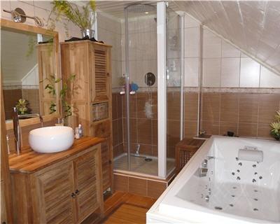 d coration salle de bain bois. Black Bedroom Furniture Sets. Home Design Ideas