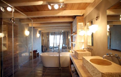 Jolie décoration salle de bain chalet