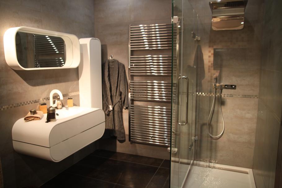 Photo décoration salle de bain orange