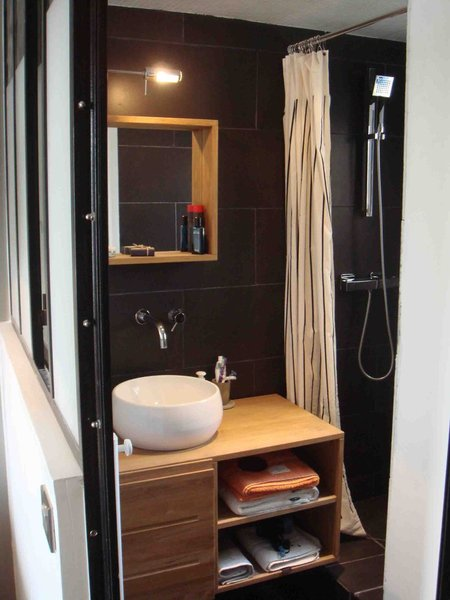 d coration salle de bain petite surface. Black Bedroom Furniture Sets. Home Design Ideas