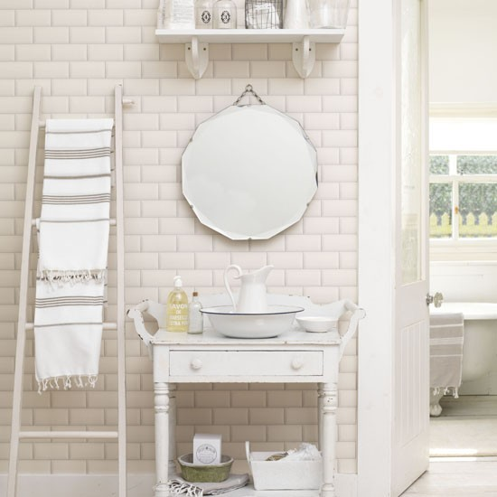 univers d coration salle de bain romantique. Black Bedroom Furniture Sets. Home Design Ideas