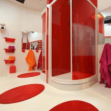 Photo décoration salle de bain rouge