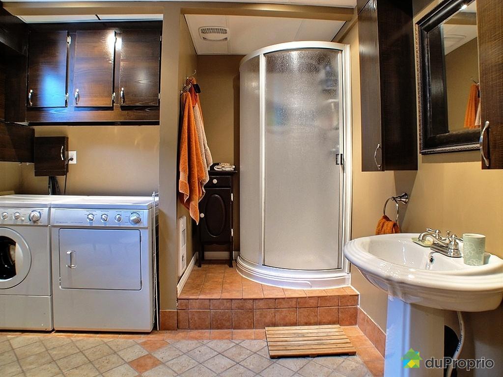 Salle de bain dans un sous sol