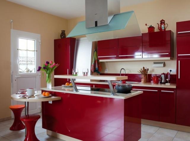 cuisine delinia rouge. Black Bedroom Furniture Sets. Home Design Ideas