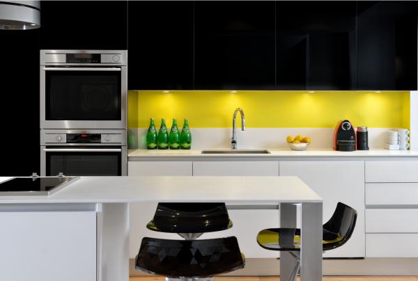 Cuisine Avec Sol Noir : belle cuisine jaune noir .