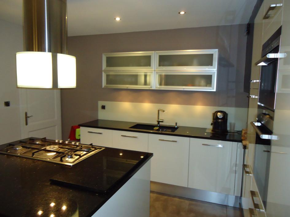Cuisine noir plan de travail for Decoration pour jardin exterieur 5 cuisine quartz noir