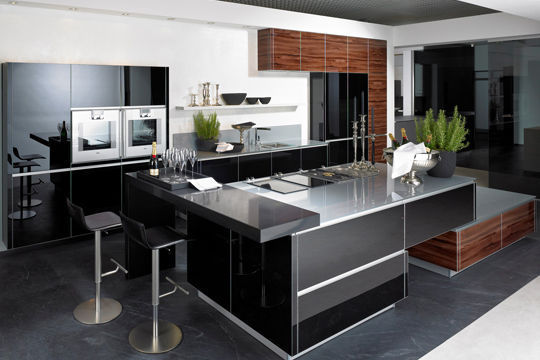 cuisine noire ouverte sur salon. Black Bedroom Furniture Sets. Home Design Ideas