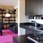 cuisine noire ouverte sur salon