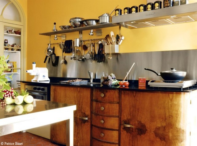 Cuisine provencale rouge et jaune for Amenagement cuisine provencale