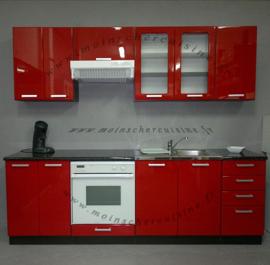 Aménagement cuisine rouge et blanc
