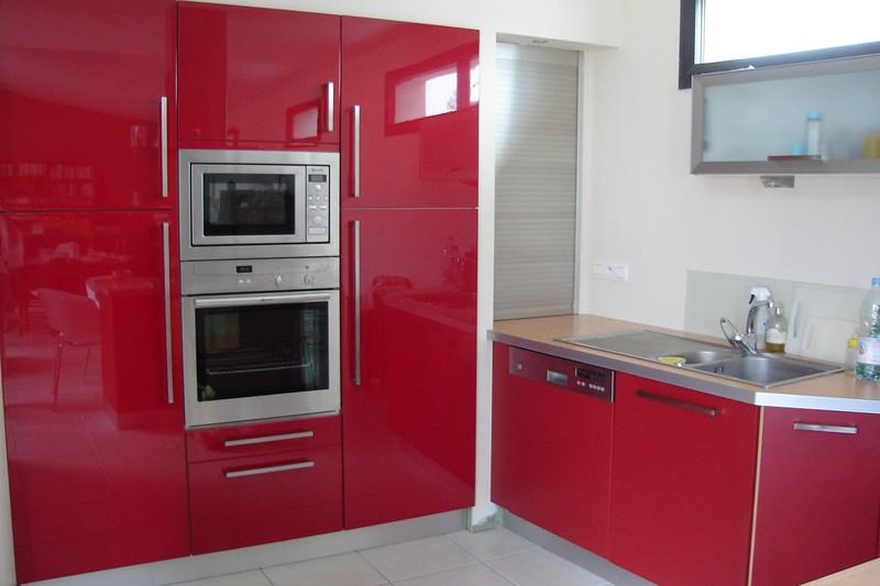 Cuisine rouge ferrari for Deco cuisine 4 bourgeois