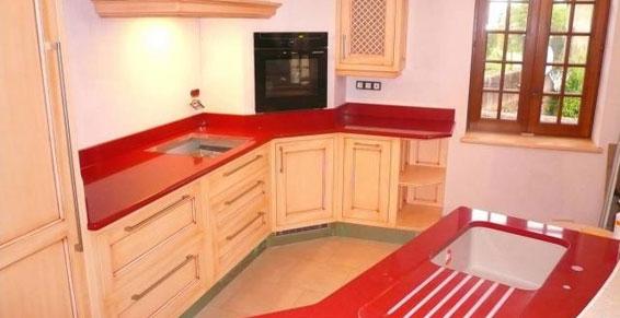 cuisine rouge plan de travail. Black Bedroom Furniture Sets. Home Design Ideas