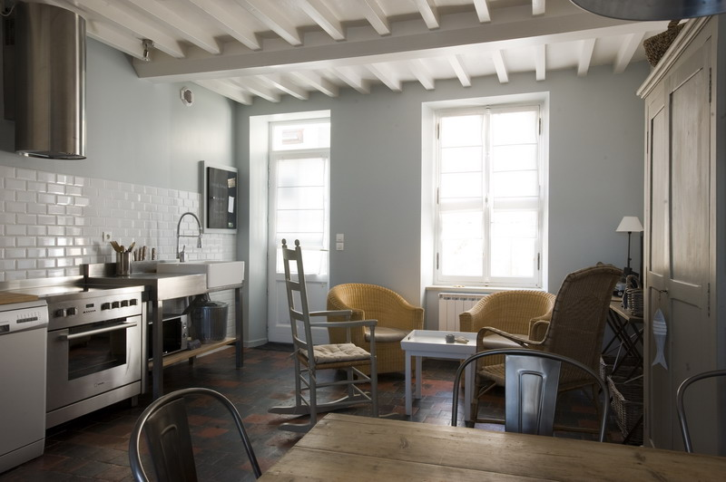 claircir des poutres anciennes fabulous peindre la chaux. Black Bedroom Furniture Sets. Home Design Ideas