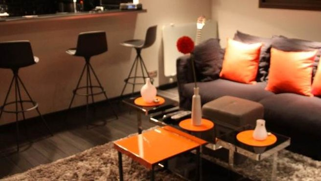 Idee deco chambre orange marron for Idee deco salon marron