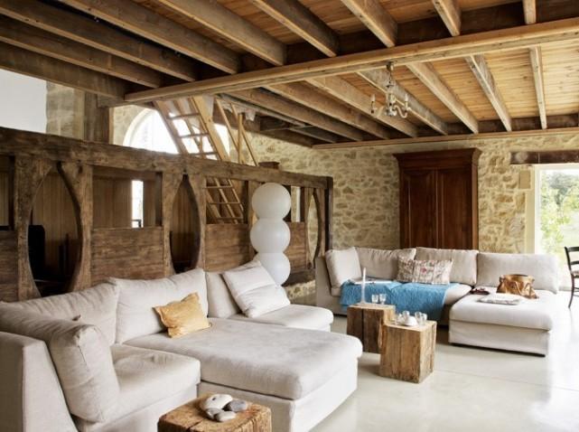 Deco salon pierre apparente for Deco maison de campagne interieur
