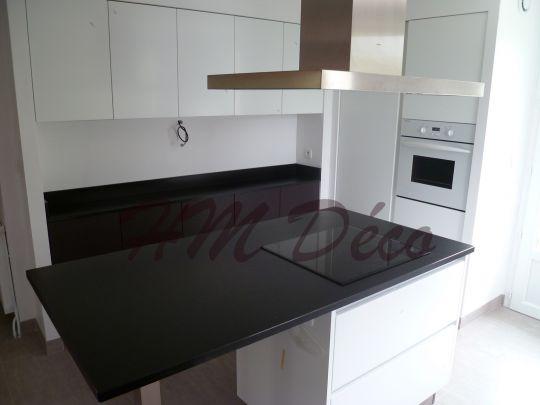 cuisine blanche granit noir pr l vement d 39 chantillons et une bonne id e de. Black Bedroom Furniture Sets. Home Design Ideas