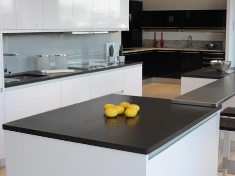 Cuisine granit noir prix for Plan de travail cuisine granit prix