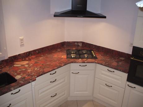 Cuisine granit rouge for Deco cuisine 4 bourgeois