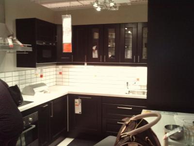 Jolie cuisine noir couleur mur