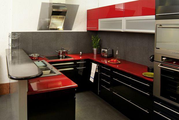 cuisine rouge mur noir. Black Bedroom Furniture Sets. Home Design Ideas