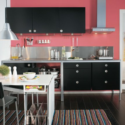 cuisine rouge mur noir