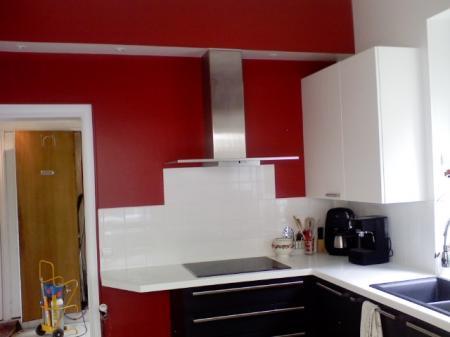 Cuisine rouge satine for Peinture pour cuisine rouge