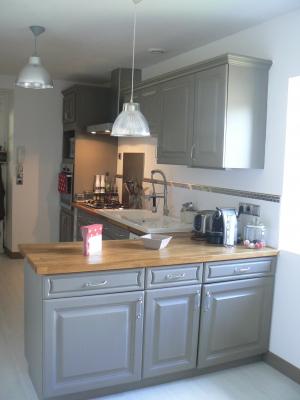 cuisine rouge taupe. Black Bedroom Furniture Sets. Home Design Ideas