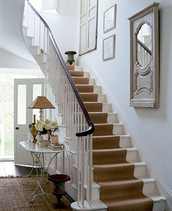 Deco cage escalier interieur for Decoration montee escalier photos