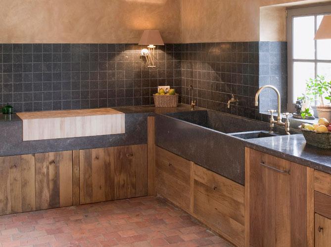 Deco cuisine bois naturel - Porte de cuisine en bois brut ...