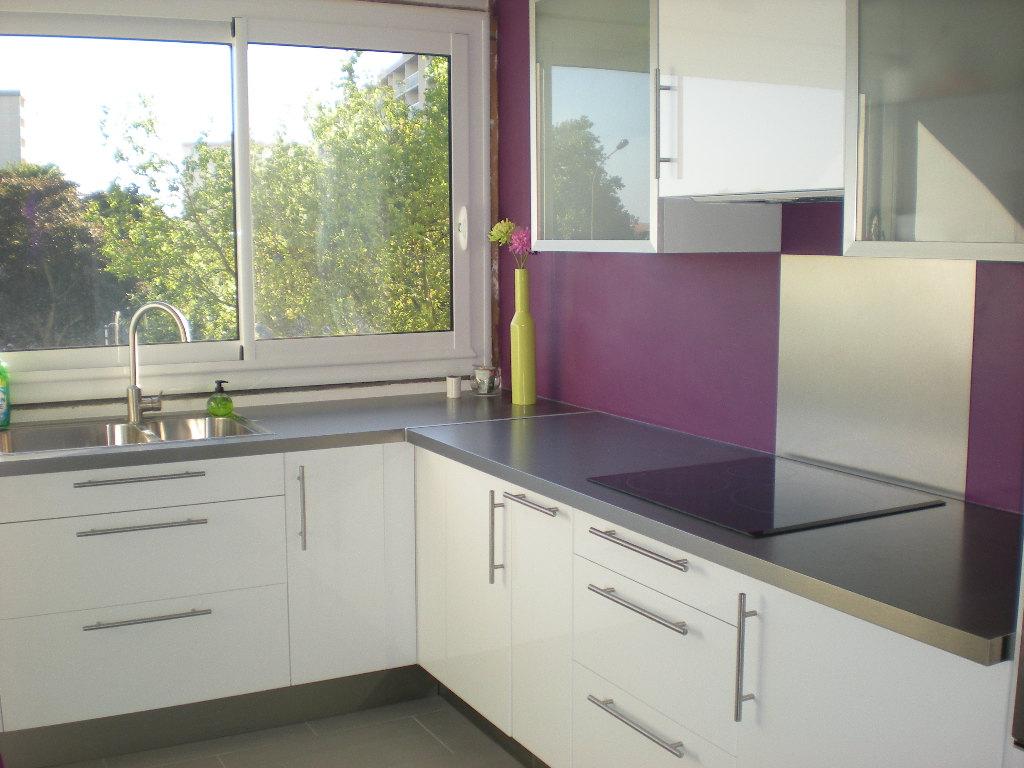 Deco cuisine violet for Idee pour decoration cuisine