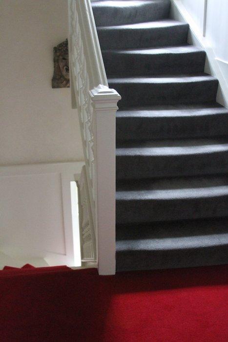 Deco escalier gris - Escalier peint en gris et blanc ...