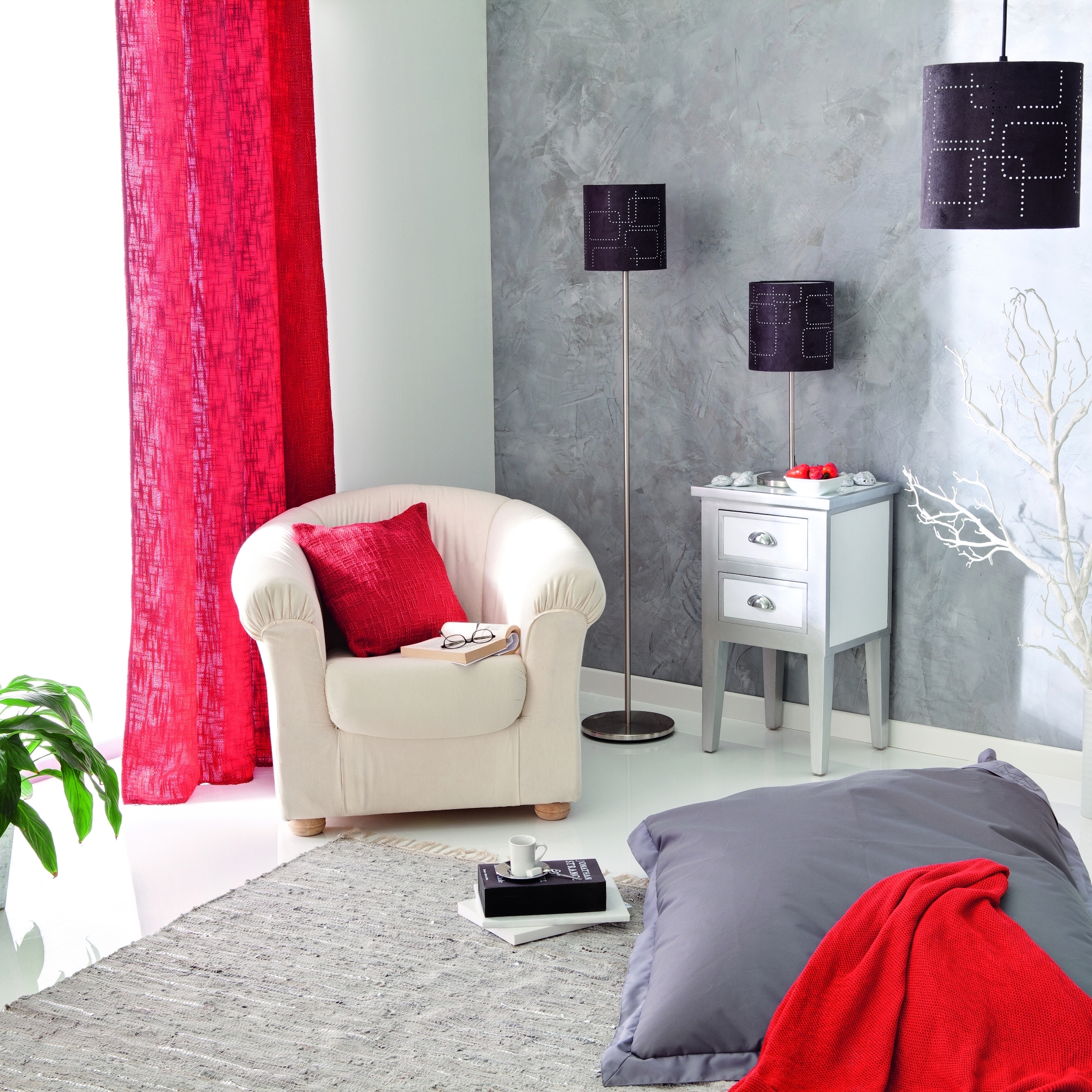 Photo decoration deco salon gris framboise for Deco salon gris