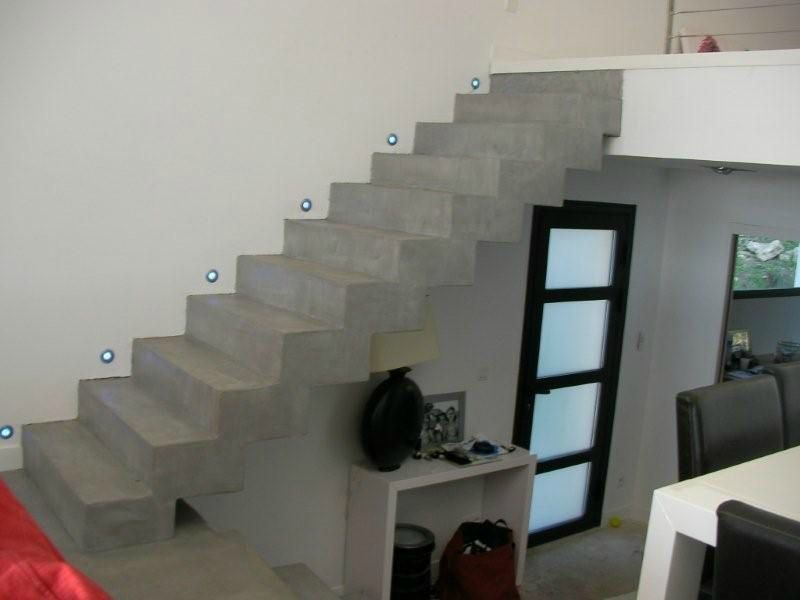 decoration escalier beton interieur