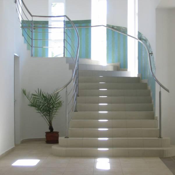 Jolie decoration escalier interieur maison