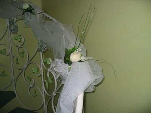 Jolie decoration rampe escalier mariage