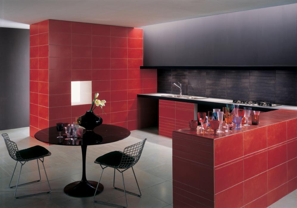 Jolie cuisine faience rouge - Photo Déco